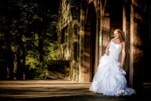 Bride posing in Niagara Falls